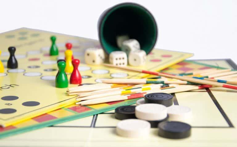 Varios juegos de mesa para dos