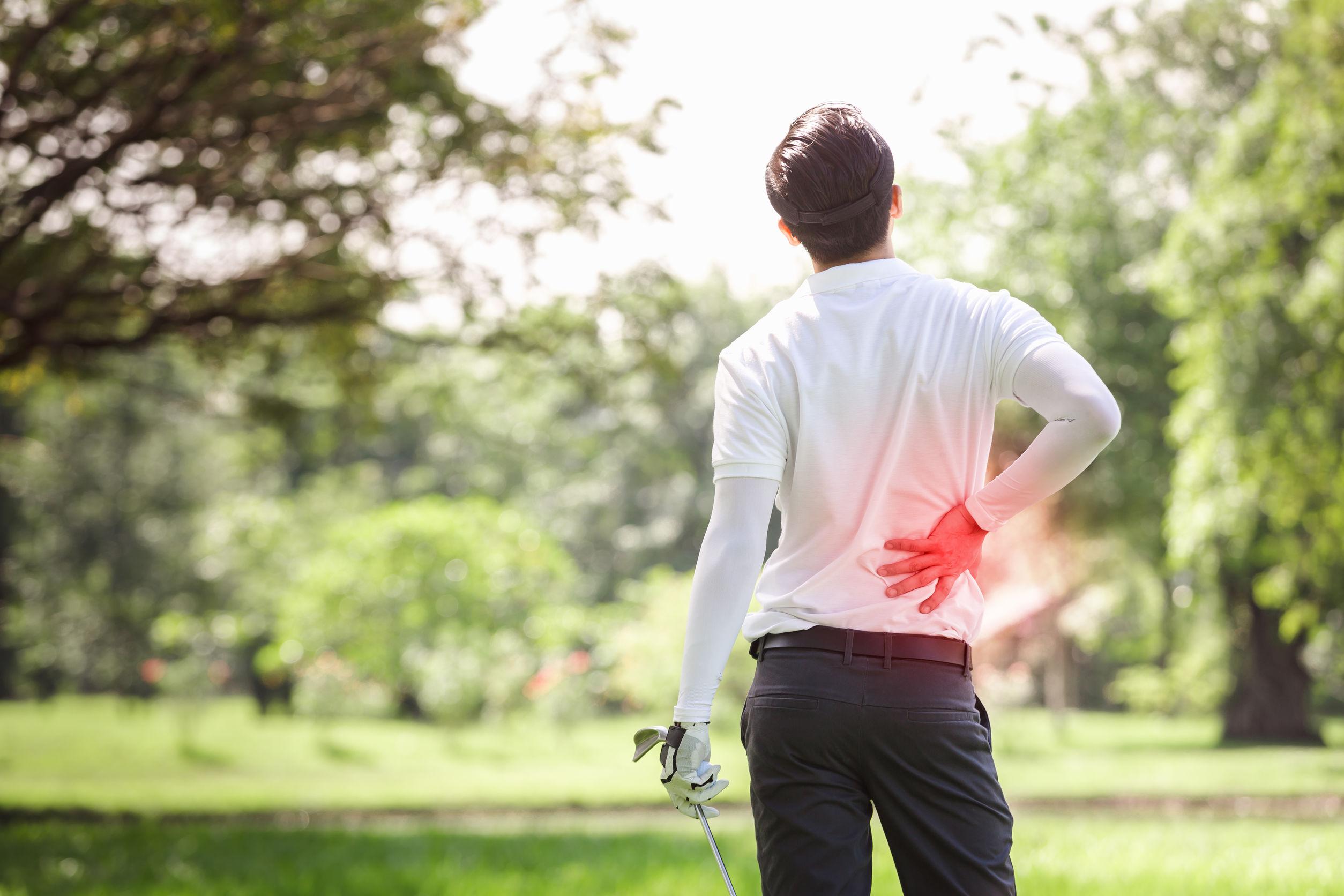 chico con dolor de espalda