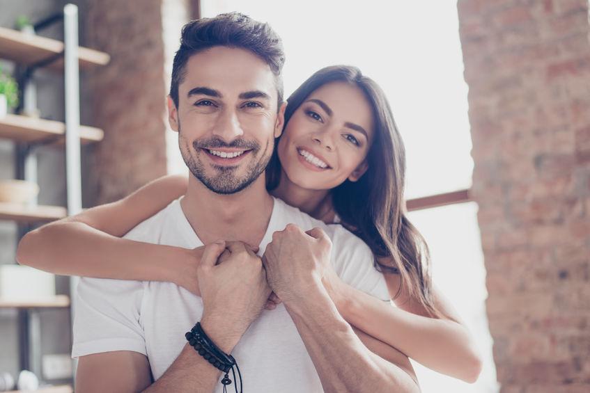 pareja con relacián feliz