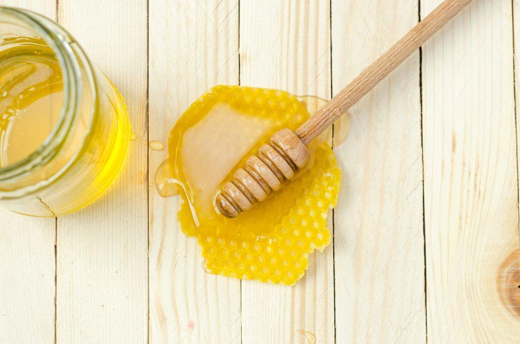 miel de abeja con cera de colmena