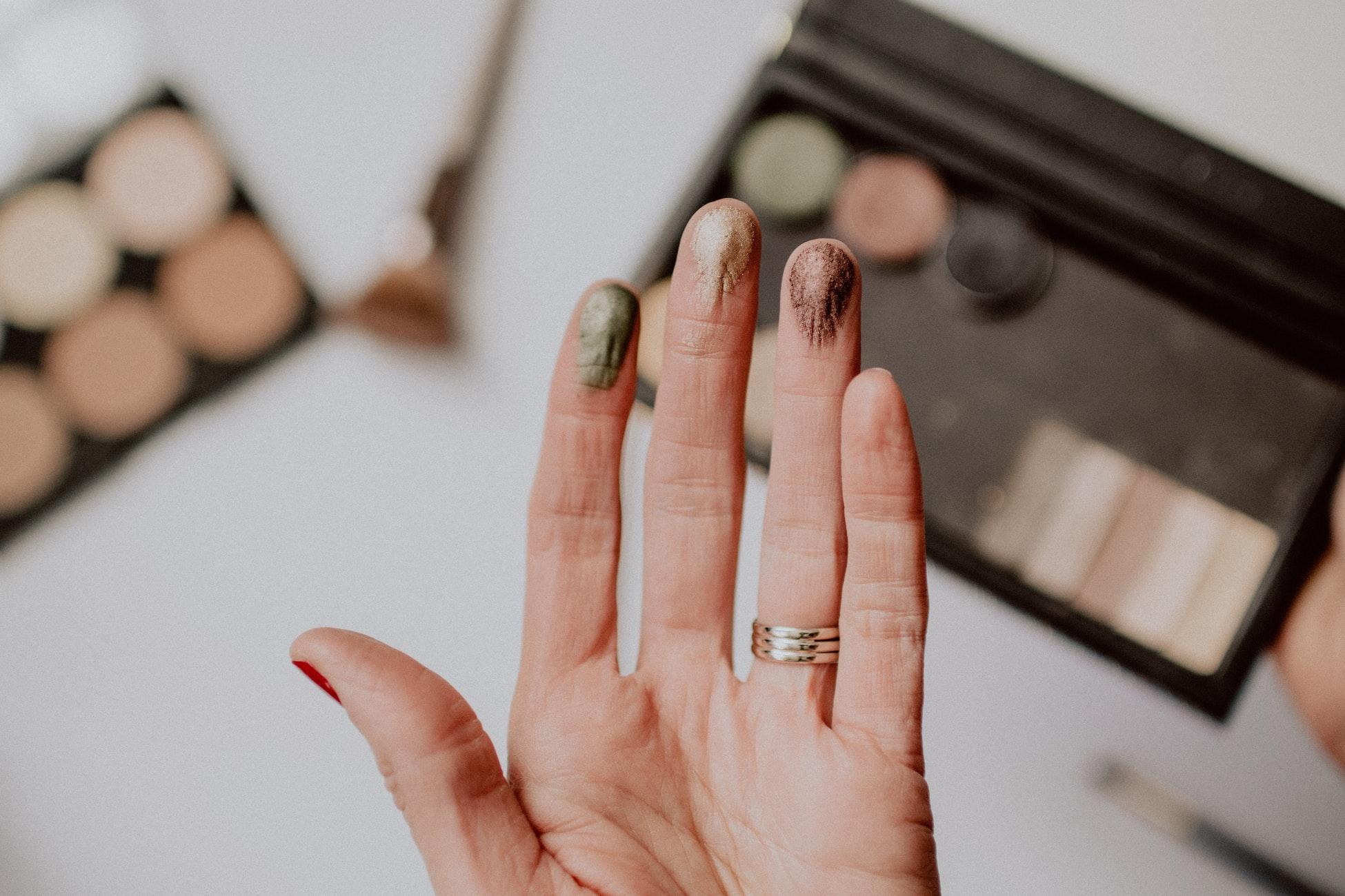 maquillaje en diferentes tonalidades