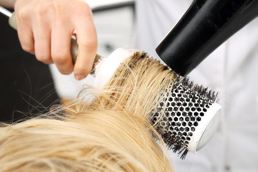 cepillando cabello