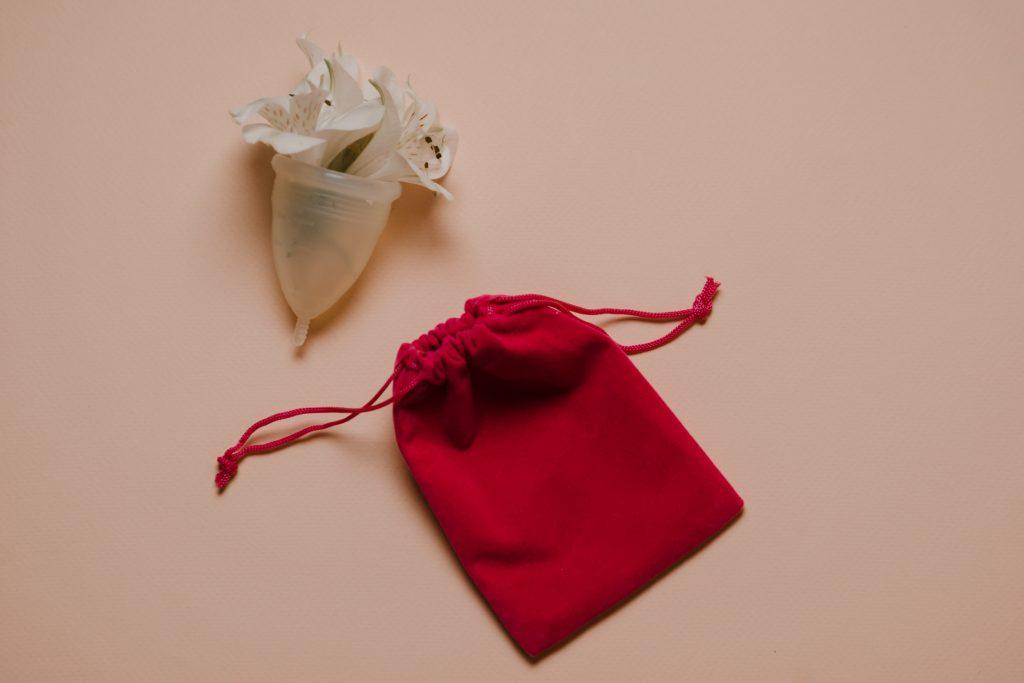 copas menstrual con bolsa de algodon