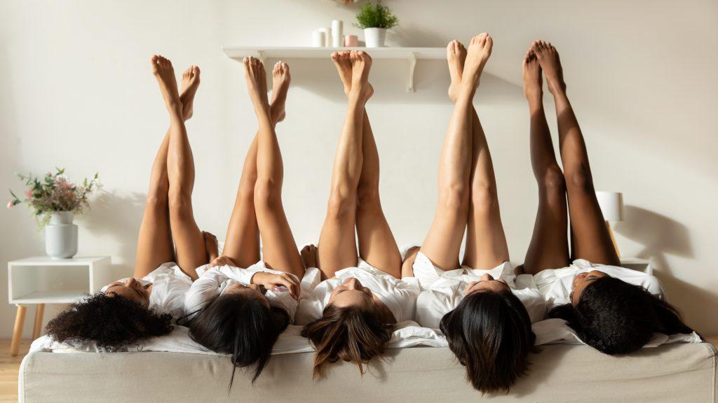 chicas con piernas depiladas