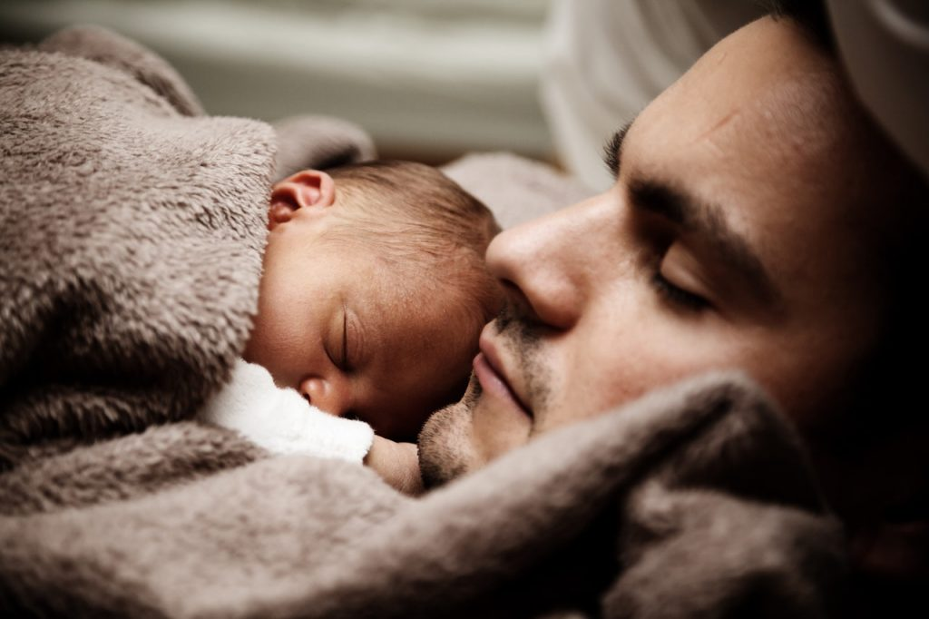 padre con su bebe