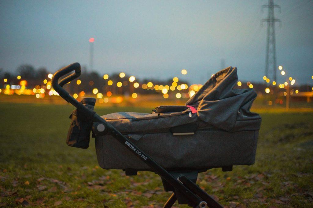 coche con caparazo de bebe