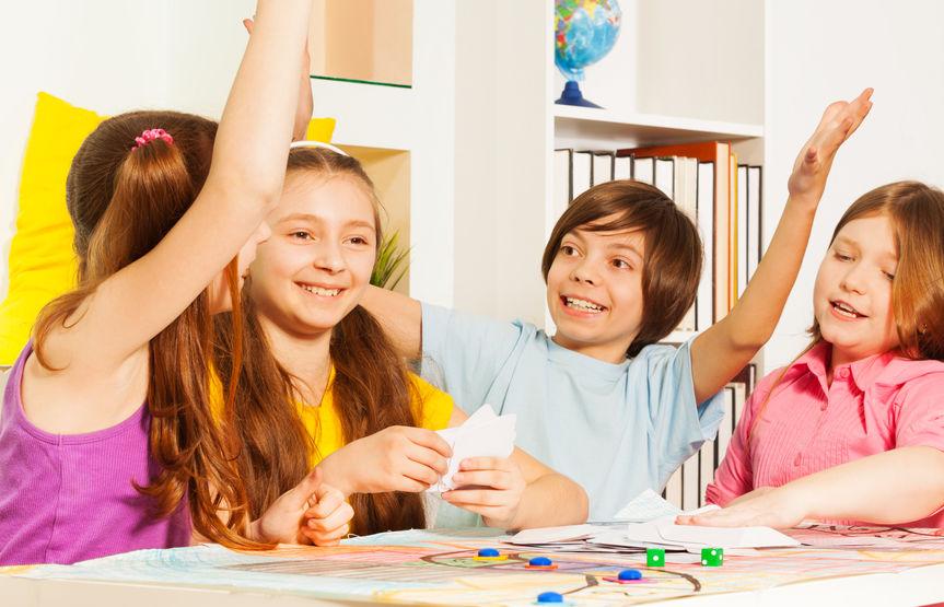 niños jugando juegos de preguntas