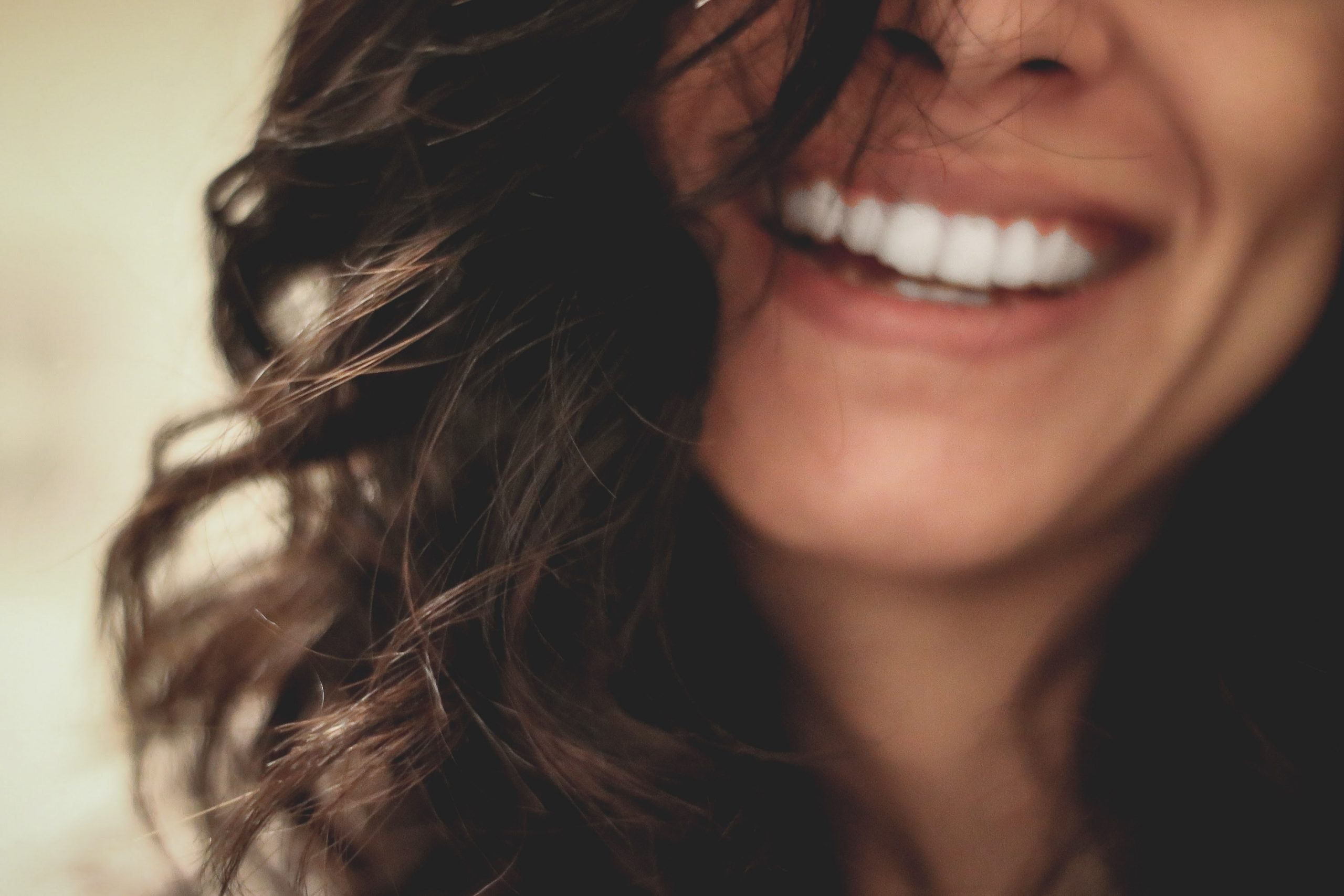 chica con dentadura limpia