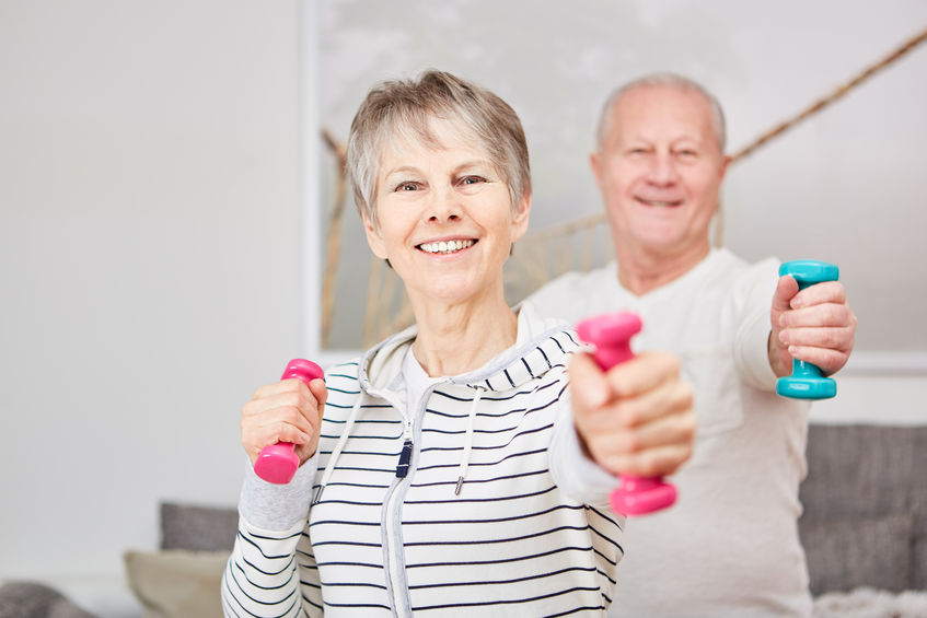 pareja mayor haciendo ejercicio