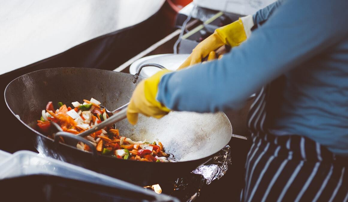 Con un wok se pueden preparar infinidad de platos; los salteados son bastantes populares.