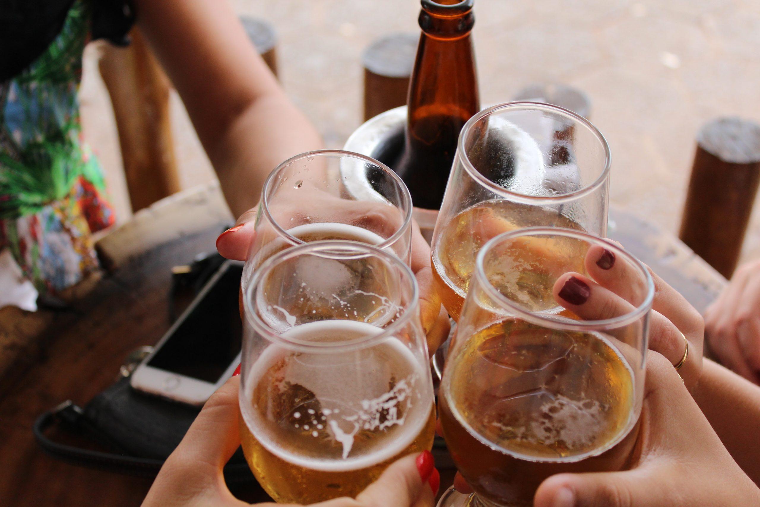 Bebiendo con amigos
